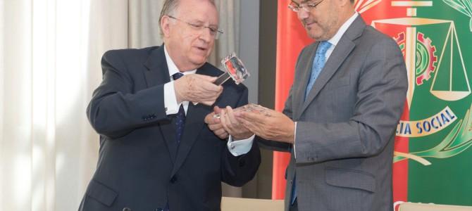 El Colegio de Graduados recibe al ministro de Justicia en Cádiz