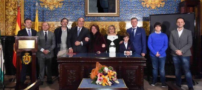 """Nuestra colegiada Isabel Fernández López recibe la distinción """"Mujer empresaria del año"""" de Algeciras"""